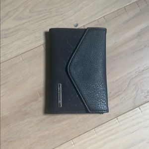 NWOT ✨rare✨ Dakine clover trifold wallet